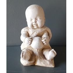 Bébé et son ballon